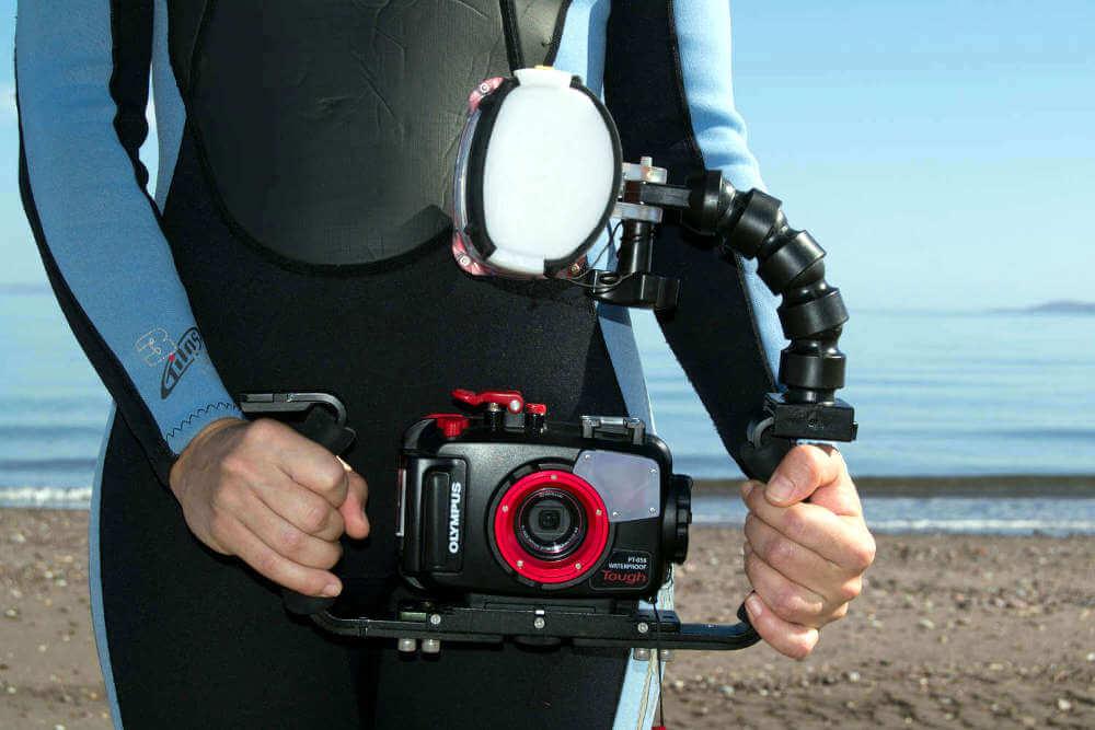 Flash externo submarino con pletina, brazo y cámara Olympus TG-4