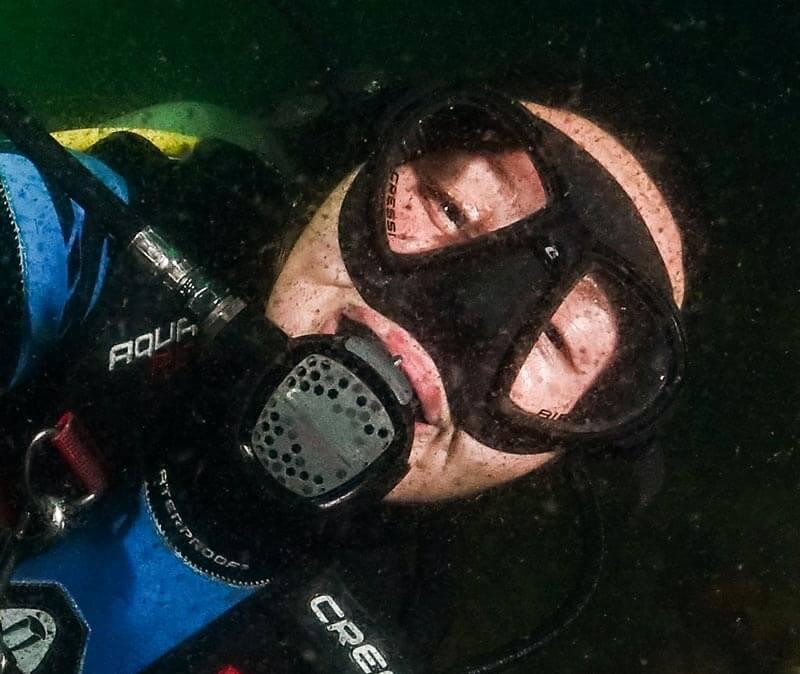 iluminación en fotografia submarina con mala visibilidad.