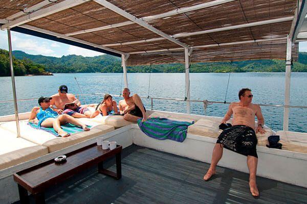 viaje de buceo lembeh y bunaken barco solarium