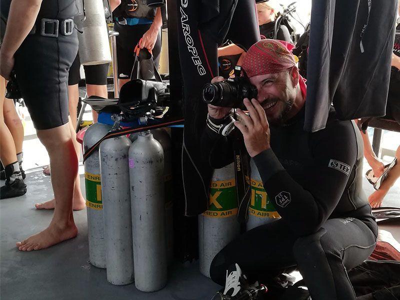 trabajar de fotografo submarino Efra