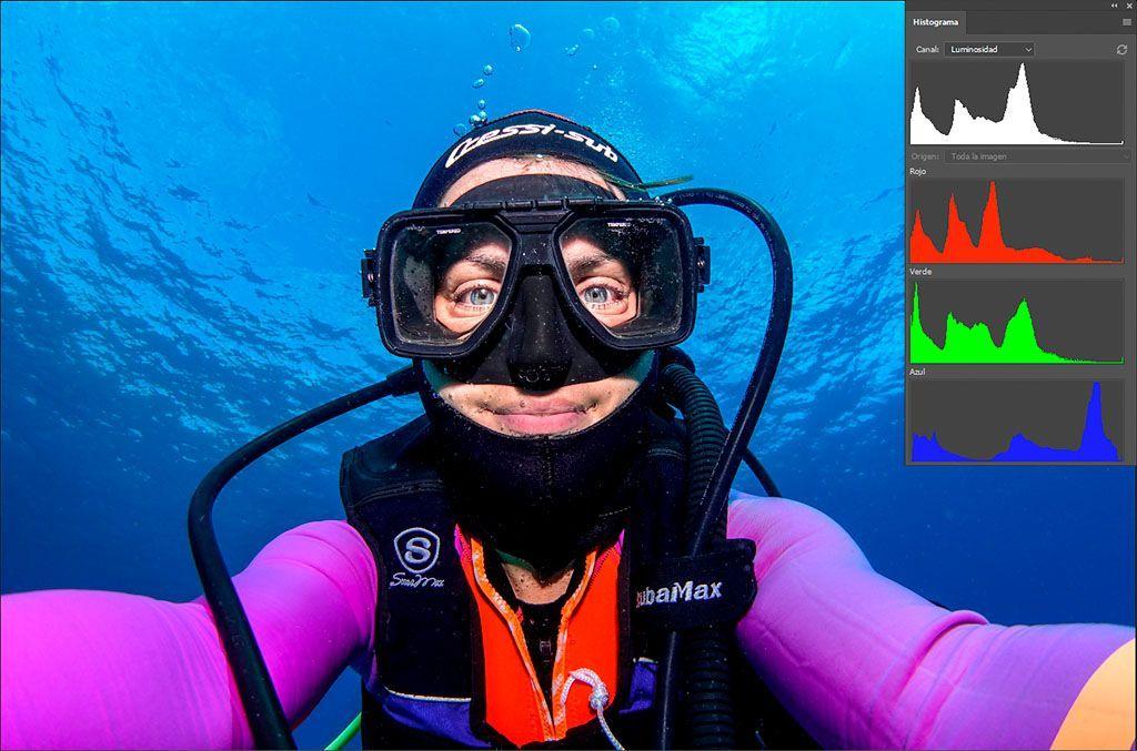 histograma rgb fotografías submarinas canal rojo con flash