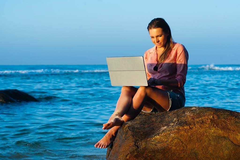 un negocio online te permite viajar